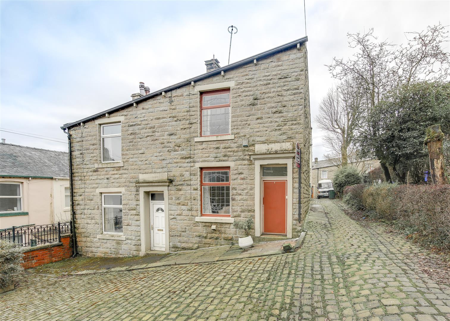 2 Bedrooms Semi Detached House for sale in Lily Street, Bacup, Roseendale
